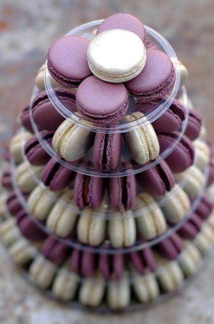 lila und Creme macaron-Turm für Ihre Hochzeit