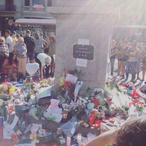 Homenaje a las víctimas del atentado terrorista de #lasRamblas #Barcelonaseguridad #Barcelona #seguridadcorporativa #siseguridad #segurpricat (en Fairmont Rey Juan Carlos I)