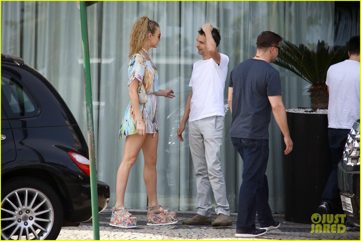matthew bellamy girlfriend elle evans cant keep their hands off each other 27
