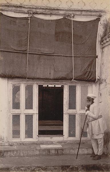 385px-Aurangzebs_tomb