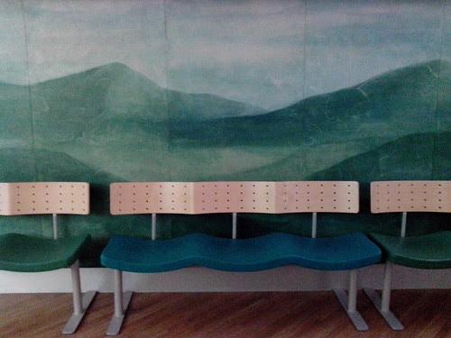 Sala d'attesa dell'ospedale di Monza by Ylbert Durishti