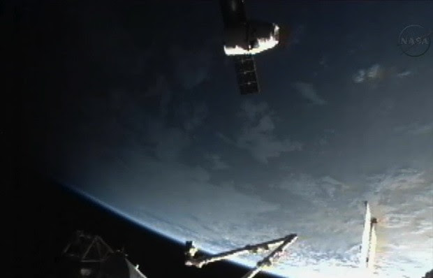 Watch the SpaceX Dragon capsule docking with the ISS, live!
