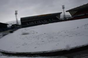 Поле в Белфасте непригодно для проведение футбольного матча