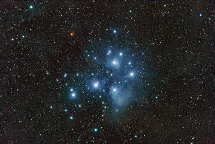 Las Pléyades es un cúmulo estelar abierto que contiene estrellas calientes de tipo espectral B, de mediana edad, ubicadas en la constelación Tauro. Albergan un prominente lugar en la mitología antigua, así como una diversidad de significados en diferentes culturas y tradiciones.