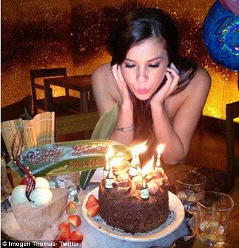 http://i.dailymail.co.uk/i/pix/2011/12/01/article-2068408-0EFFDAAA00000578-51_468x485.jpg