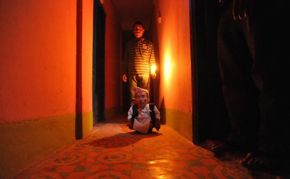 enhances Самый маленький человек найден в непальской деревне