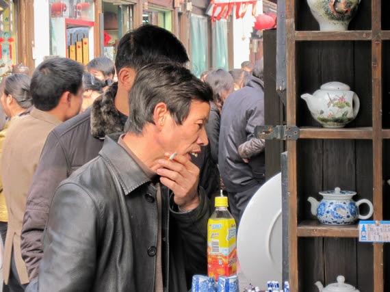 2015-03-16-1426542547-3822334-Chinateamanw.teapots.jpg