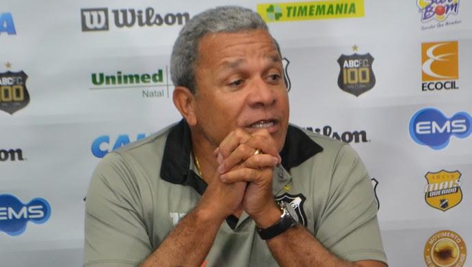Hélio dos Anjos, técnico do ABC (Foto: Jocaff Souza/GloboEsporte.com)