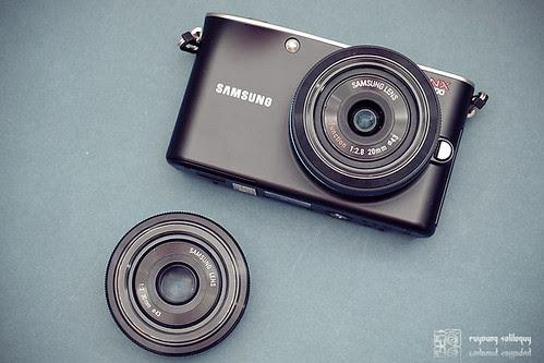 Samsung_NX100_exterior_01