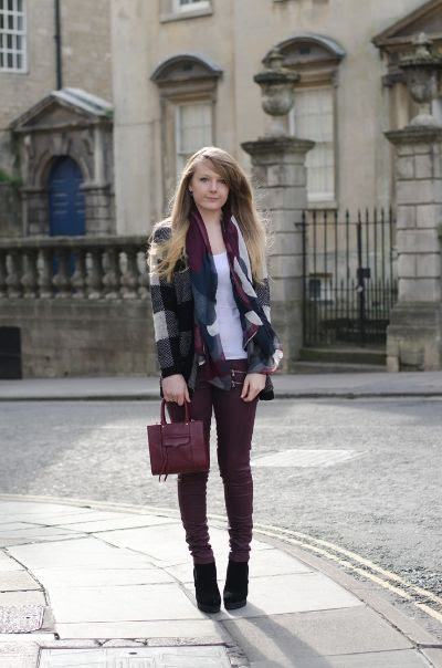 Lorna Burford from Raindrops of Sapphire wearing Paige Edgemont Skinny Jeans in Woodberry