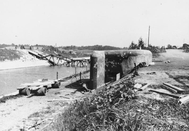 File:Bundesarchiv Bild 146-1971-011-31, Belgien, Eben Emael, gesprengte Brücke.jpg