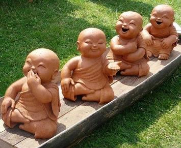 http://yogaananda.fr/images/boudhas%20rieurs.jpg