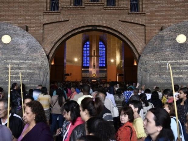 Movimento no Santuário Nacional de Aparecida (Foto: Thiago Leon/A12)