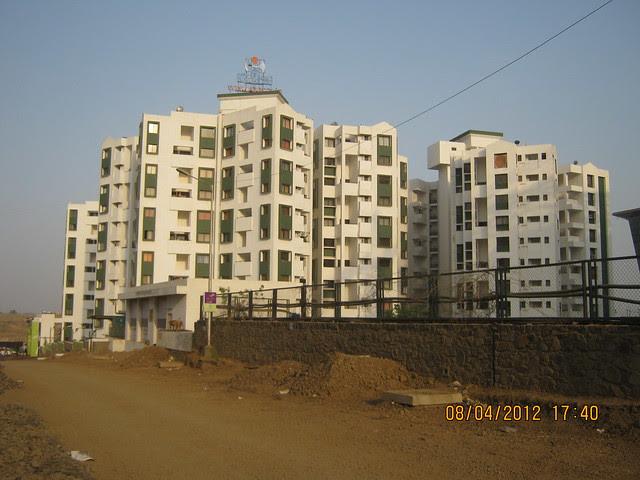 Gera's Emerald City (South) -  Visit Gera's Park View1, 1 BHK & 2 BHK Flats at Gera's Emerald City, near EON IT Park, Kharadi, Pune 411014