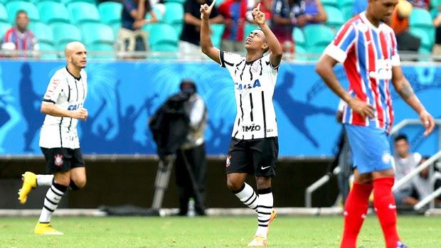 Malcom comemora gol do Corinthians contra o Bahia (Foto: Getty Images)