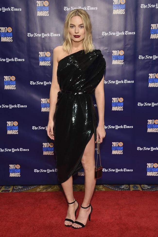 premios gotham look alfombra roja Margot Robbie
