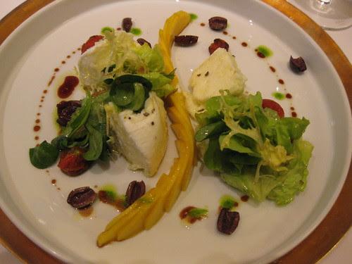 vau's summer salad with mango