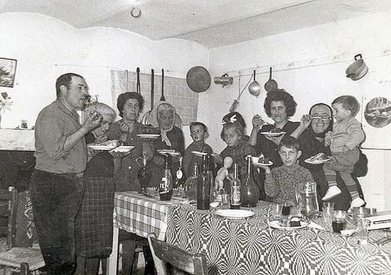 Olasz család az asztalnál