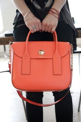 Charming handbag is the tote bags bring you. This Kate Spade handbag can easy catch your vision.