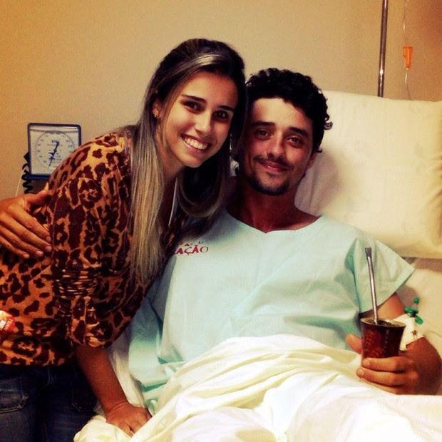 Fael com a namorada no hospital (Foto: Reprodução/Reprodução)