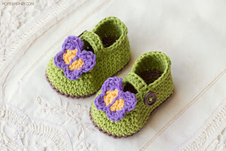 Butterfly_garden_baby_booties_free_crochet_pattern_1_small2