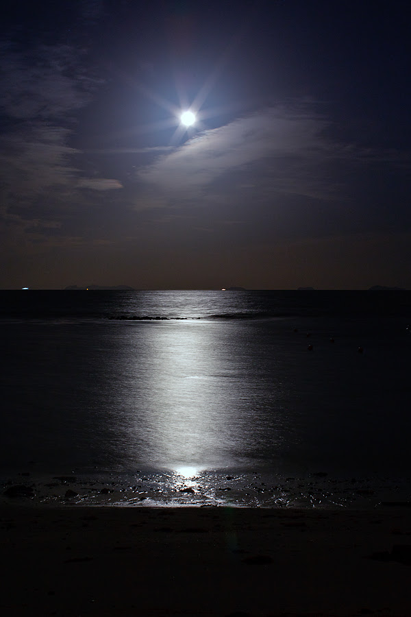 beautiful full moon track sea ocean sweet night Taling Ngam awesome stay