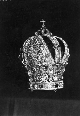 Corona de la Virgen del Sagrario obra de Alejo de Montoya en 1574. Foto Rodríguez