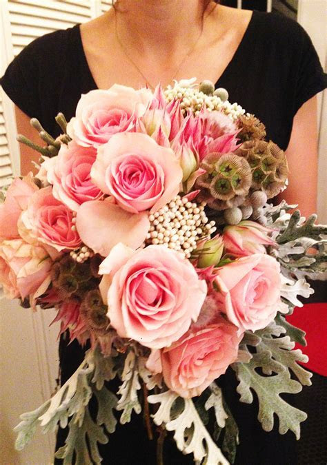 Succulents and roses: DIY wedding bouquet!   Design