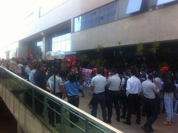 Policiais acompanham ocupação do Ministério das Cidades, em Brasília, por grupo que pede definição das polícias habitacionais do governo em exercício (Foto: Polícia Militar/Divulgação)