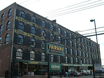 English: The Fairway supermarket in Red Hook, ...
