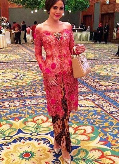 koleksi kebaya modern wisuda terbaik  model baju
