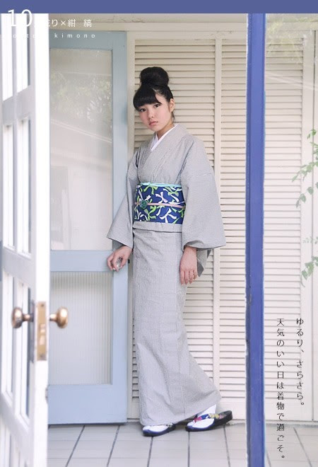 Royal blue and light grey is a color combination that keeps coming up over and over in kimono coordinations. Light green as a point color is a unique addition. Often you see light pink or yellow with blue and grey, but the lack of warm colors in this set makes it cooling and soft.