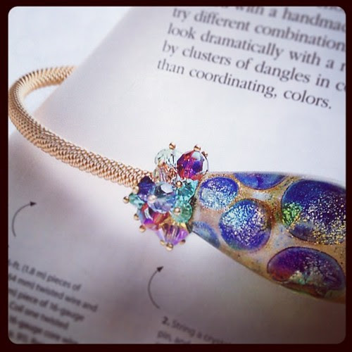 Design by Linda Augsburg from the book Stylish Jewelry Your Way.