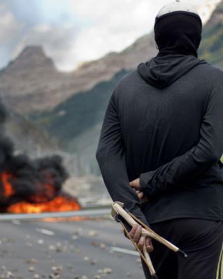 Trabajadores del carbón cortan la carretera de Ciñera, León. JAIRO VARGAS