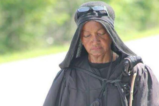 'La misteriosa mujer de negro'