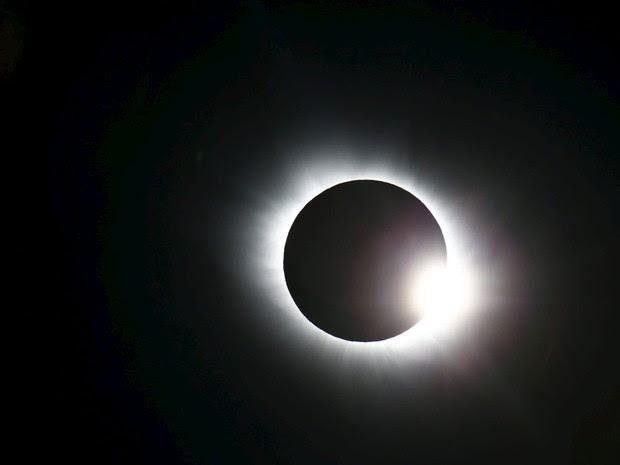 Eclipse é visto de Svalbard, na Noruega, nesta sexta-feira (20) (Foto: Haakon Mosvold Larsen, NTB Scanpix/AP)
