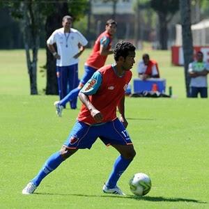 Fernando caiu em desgraça com Luxa; diretoria do Flamengo procura solução urgente para o caso