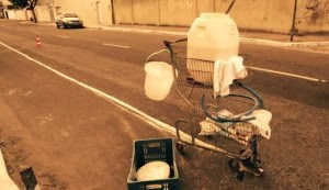 Com criatividade e materiais improvisados, cidadãos conseguiram sinalizar os 3km da Rua Ana Bilhar com um custo muito baixo: cerca de R$ 300. Imagem: Massa Critica Fortaleza/Reprodução