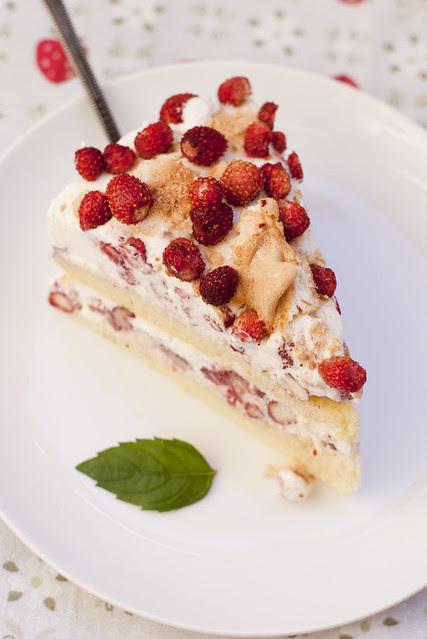 Metsmaasikatort / Wild strawberry cake