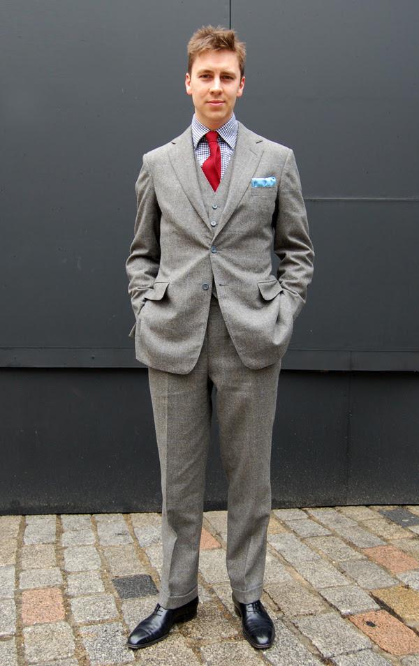 red_tie_London_Fashion_Week