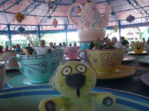 Knuffle rides the teacups