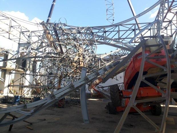 estrutura metálica cúpula igreja construção Bairro Cidade Nova Carmo do Cajuru MG (Foto: Corpo de Bombeiros/Arquivo pessoal)
