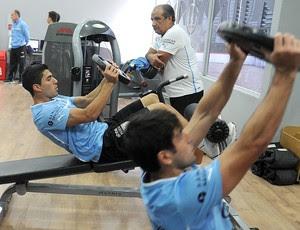 Luis Suarez treino Uruguai academia (Foto: AFP)