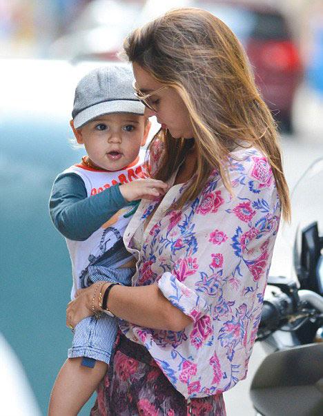 Dù bận rộn, Miranda vẫn dành nhiều thời gian đi chơi cùng con trai.