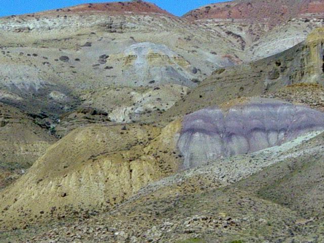 File:Rock formations Great Divide Basin2.jpg
