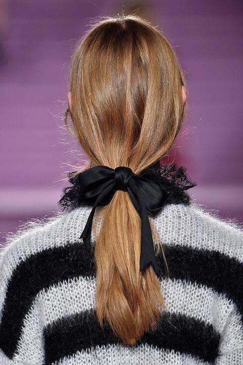 Que melhor maneira de celebrar o Natal com uma curva 'lady' cabelo?  É o inverno proposta & nbsp; Filosofia.