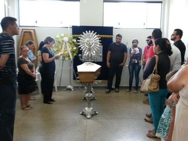 Velório e sepultamento de Marcos foi no Cemitério Cristo Rei (Foto: Eliete Marques/ G1)