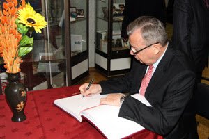 Photo: Mr. Fedotov signs a visitors' book