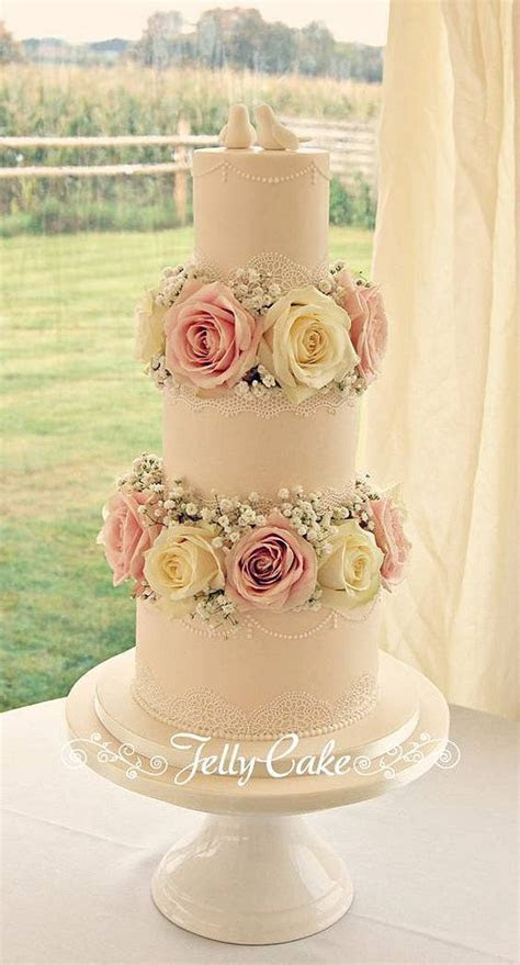 25  best ideas about Wedding cake fresh flowers on