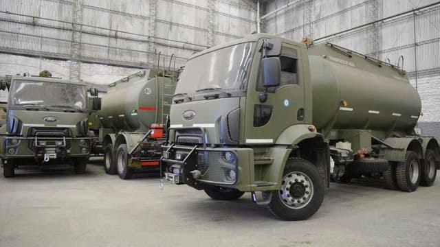 La Armada Argentina fue equipada con cinco camiones Cargo con cisterna, seis Tector con caja volcadora y tres Stralis